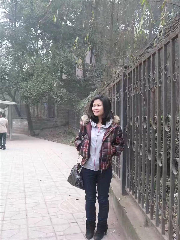 李冬梅大学时的生活照