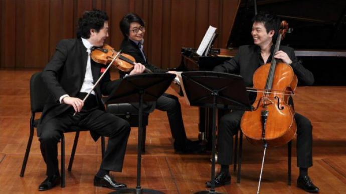 """古典乐圈""""男人帮""""+00后大提琴新星,是什么样的三重奏?"""