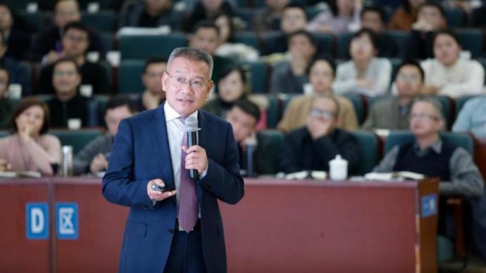 胡启生代表:建议为资源型城市转型提供进一步政策支持