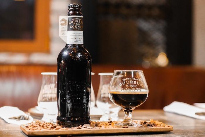 鹅岛2019年份波旁世涛,吸收了来自三个不同品牌的波旁威士忌橡木桶的香气,口感十分有趣。
