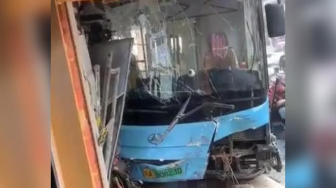 南昌一公交车失控撞车追踪:警方排除司机酒驾等故意违法嫌疑