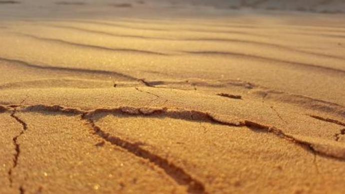 沙子明明无处不在,为何会面临短缺?沙漠沙是否可被利用?