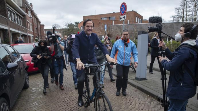 疫情下的荷蘭大選:首相呂特平安過關,親歐派政黨大踏步前進