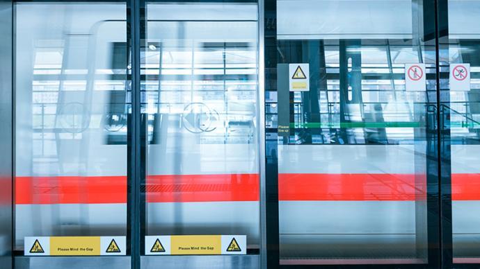 马上评|上海地铁的7次问候,问出管理能力更问出城市温度