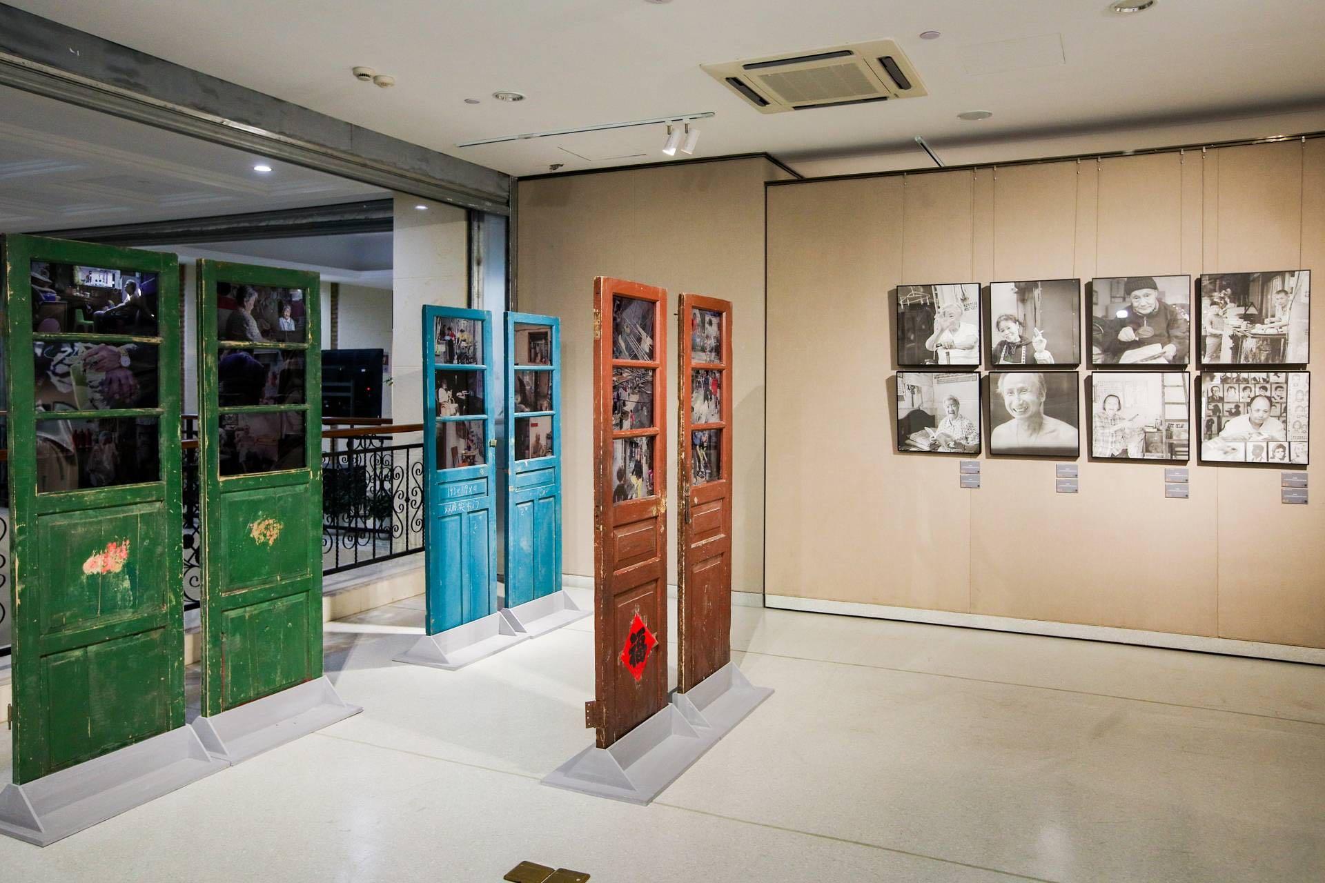 2021年3月19日,上海文艺会堂,《嬗变4—跨界无限》影像摄影展现场。