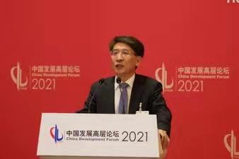 南方科技大学校长、中国科学院院士薛其坤分享了关于对太阳能高效利用与可持持续循环的观点。澎湃新闻记者 周頔 图