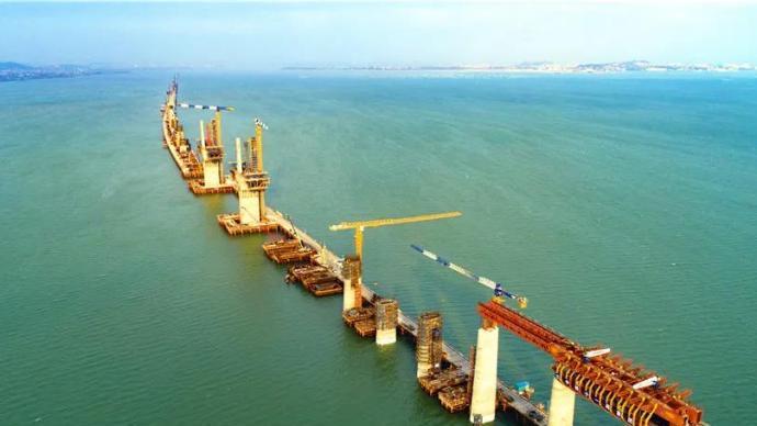 福厦高铁最新进展:湄洲湾跨海大桥主塔封顶,计划明年通车
