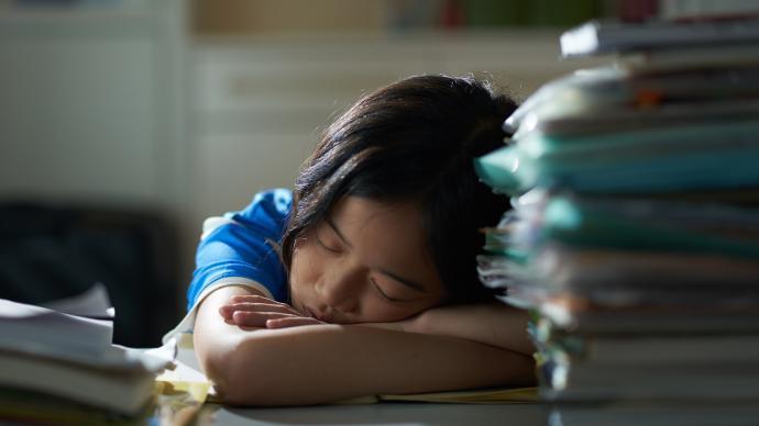 """超九成小学生睡眠时长不达标,谁来帮帮特""""困""""生?"""