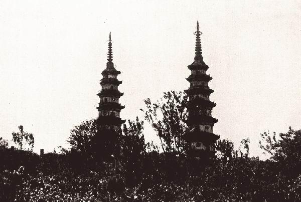 苏州城东部的双塔。伯施曼拍摄