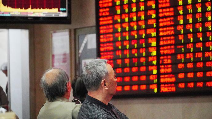 A股市场震荡走高收涨:银行和券商股护盘,成交7599亿元