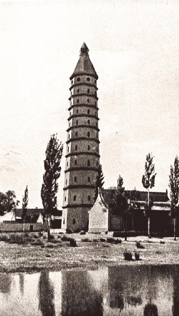甘肃宁夏府的西塔。塔身共十一层,高40米,初步推测建于明代。盖洛拍摄。