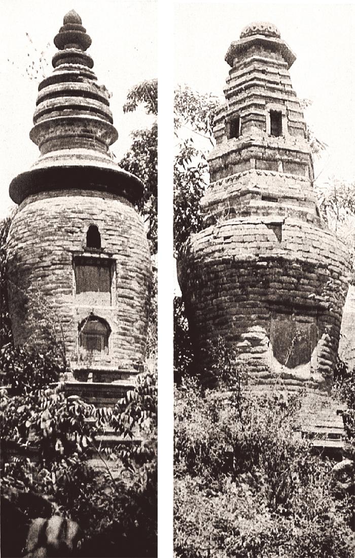 河南嵩山少林寺的瓮式砖佛塔,建于1561年。(左); 河南嵩山少林寺的瓮式砖佛塔,建于1565年。(右)泽村拍摄