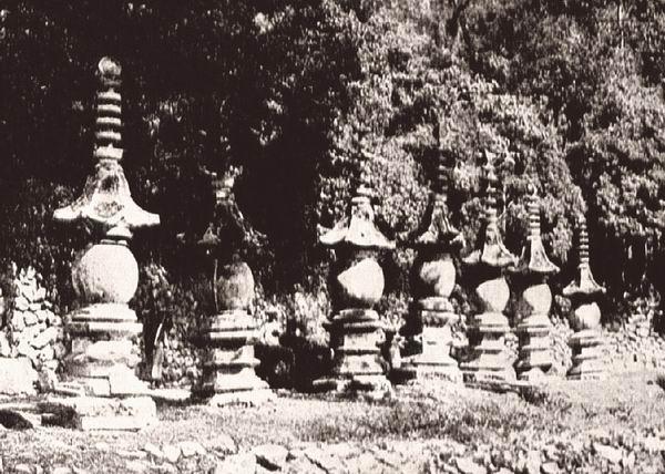浙江天台山国清寺内的七座佛塔。见于《中国佛教史迹》