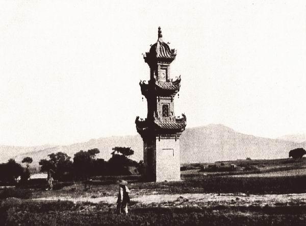 陕西勉县的镇江楼。位于汉江沿岸的平原上,平面为正方形,高约14米。伯施曼拍摄。