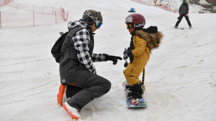 """这个雪季有点""""热"""":雪场运营有序恢复,接待人数大幅增加"""