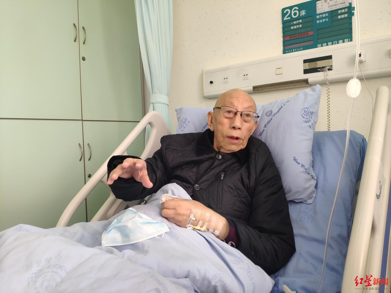 2020年,华西医院小儿外科成立60周年之际,胡廷泽教授接受红星新闻记者采访