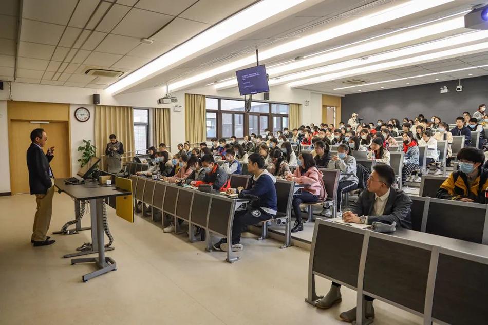 经济学院院长张军课堂复旦大学融媒体中心图