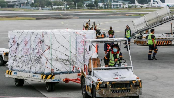 總統再接機,菲律賓政府采購的首批科興疫苗運抵馬尼拉