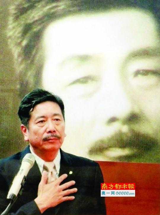 周令飞在上海市鲁迅中学作报告。南方都市报 图