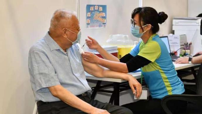 董建華、梁振英接種第二針國產疫苗,并呼吁香港市民盡快接種
