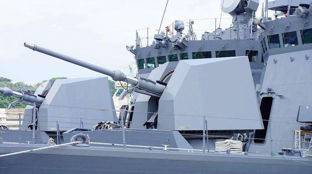 意大利奥拓76毫米舰炮,既可以用于防空作战,也可以用于打击水面舰艇。