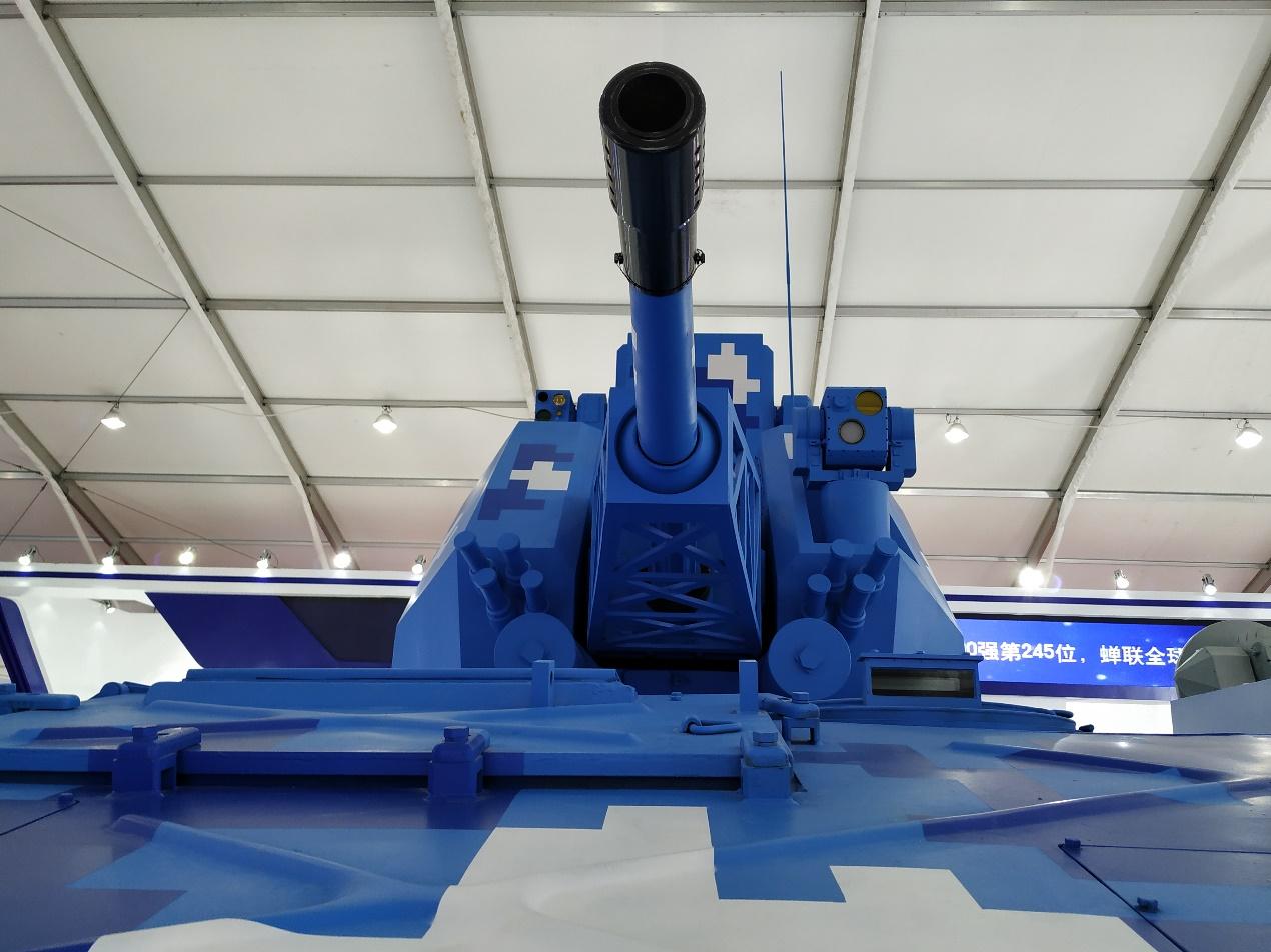 JRVG-1型76毫米自行火炮正面特写。