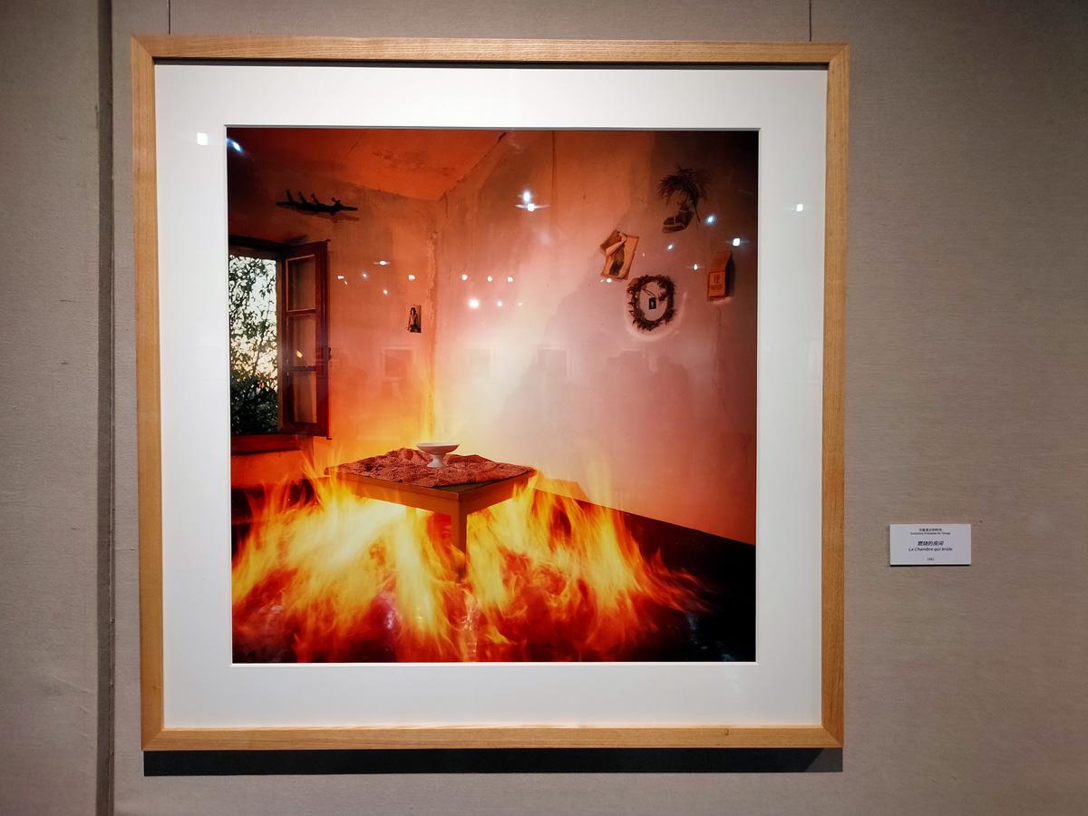《可能变迁的时光》系列 作品《燃烧的房间》1981