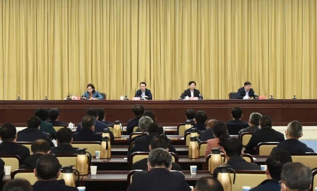 4月6日,市委召开全市干部大会,宣布隋维钧同志任乌兰察布市委书记。唐璇博 摄