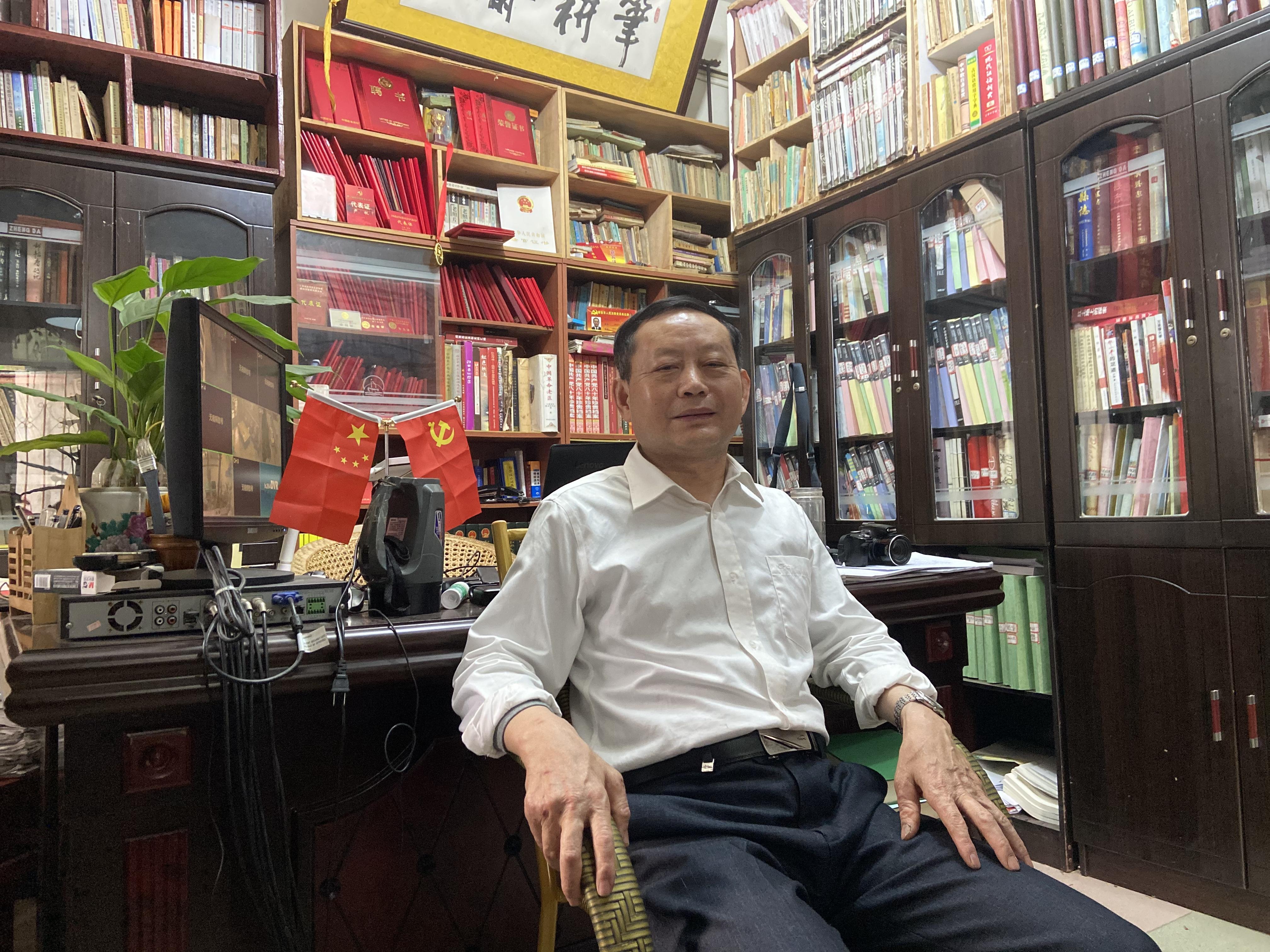 严帆和他的工作室。澎湃新闻记者 赵思维 摄