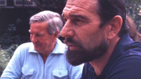 金·菲尔比(左)在乔治·布莱克(右)家,1975年在苏联。