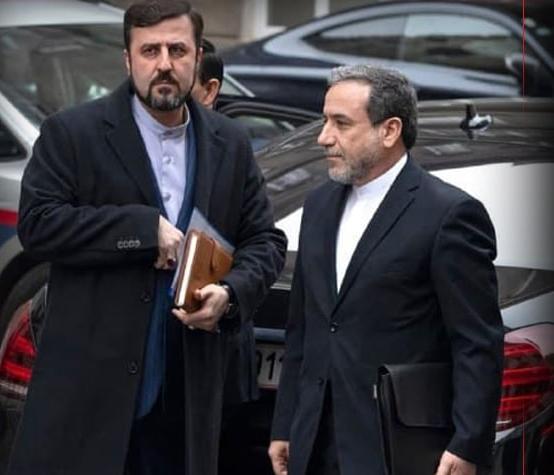 阿拉格齐(右一)(图片来源:伊朗塔斯尼姆通讯社)