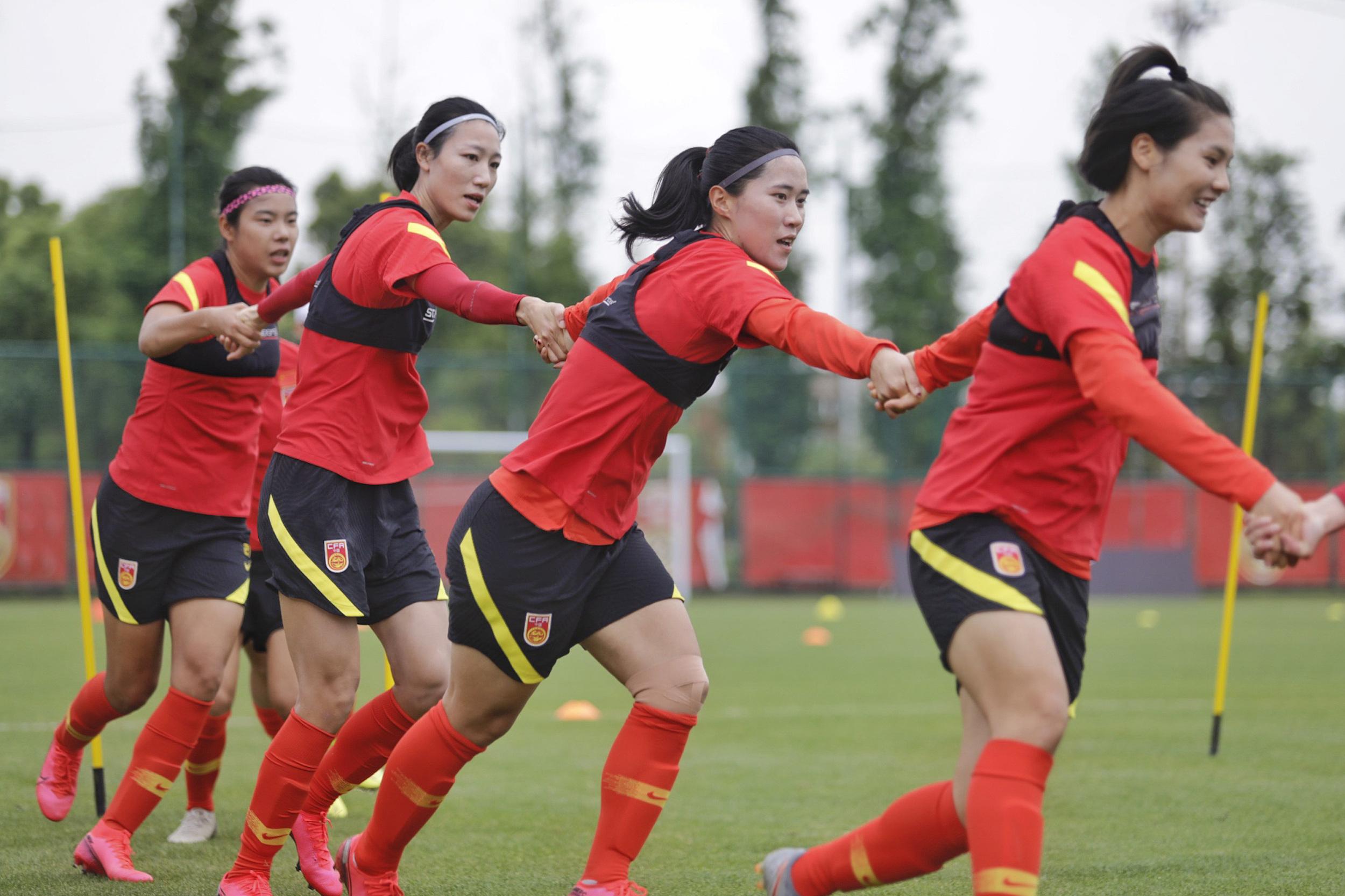 中国女足团结一致。