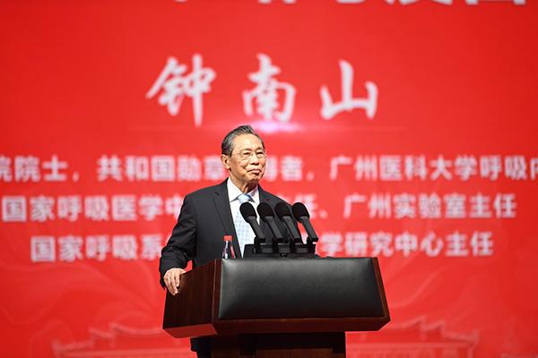 2021年4月6日下午,福建厦门,中国工程院院士钟南山在厦大开讲《新冠防控策略与疫苗研发》。人民视觉 资料图