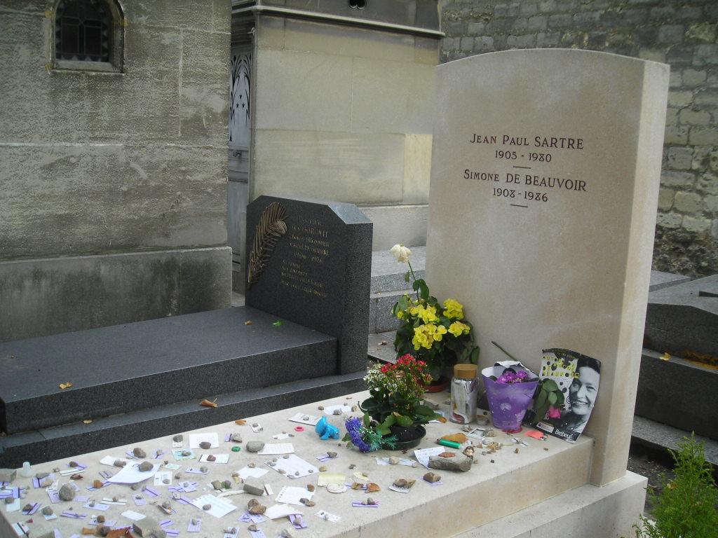 波伏瓦与萨特合葬处,法国巴黎蒙帕纳斯公墓。