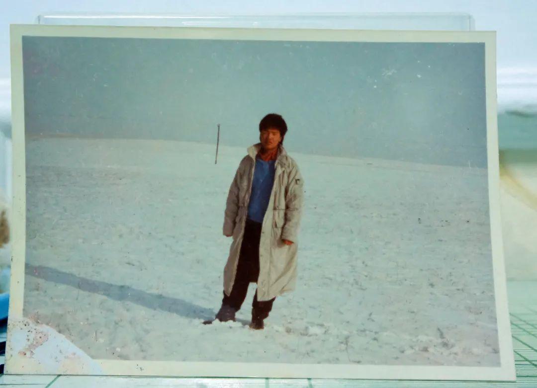 这是白永春十八岁时的照片。(半月谈记者 贾立君 摄)