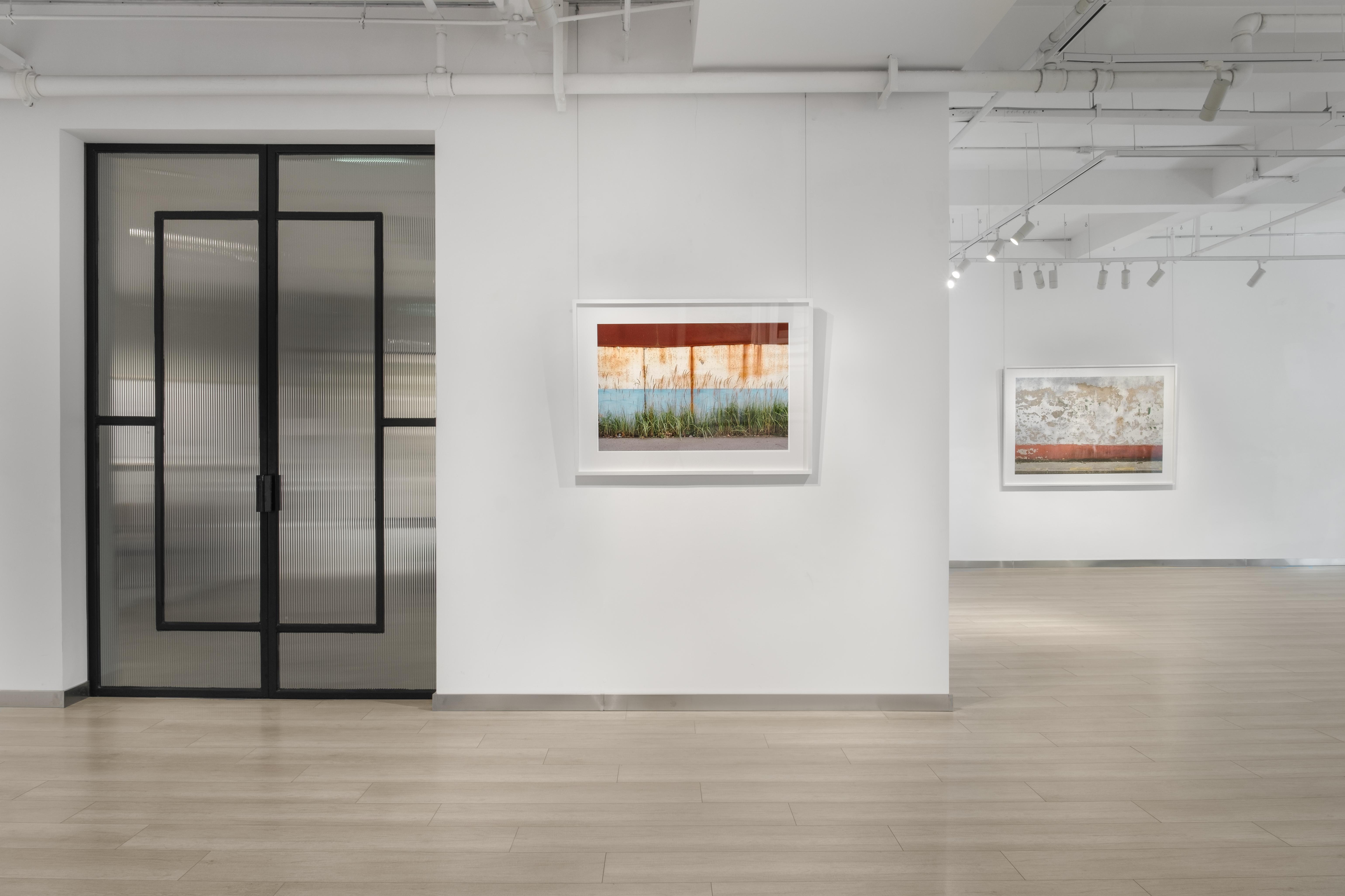 """""""隔墙""""展览现场,杜梦堂(上海),2021年, ©Susan TAN"""