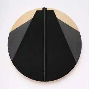 托克瓦斯·戴森,《我即能拯救我的一切2号》,2020,木板丙烯、细绳,直径391.4 cm。©托克瓦斯·戴森,俄亥俄州立大学韦克斯纳视觉艺术中心