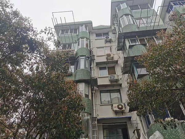 兰城小区楼房。 澎湃新闻记者 任雾 实习生 马婕盈 图