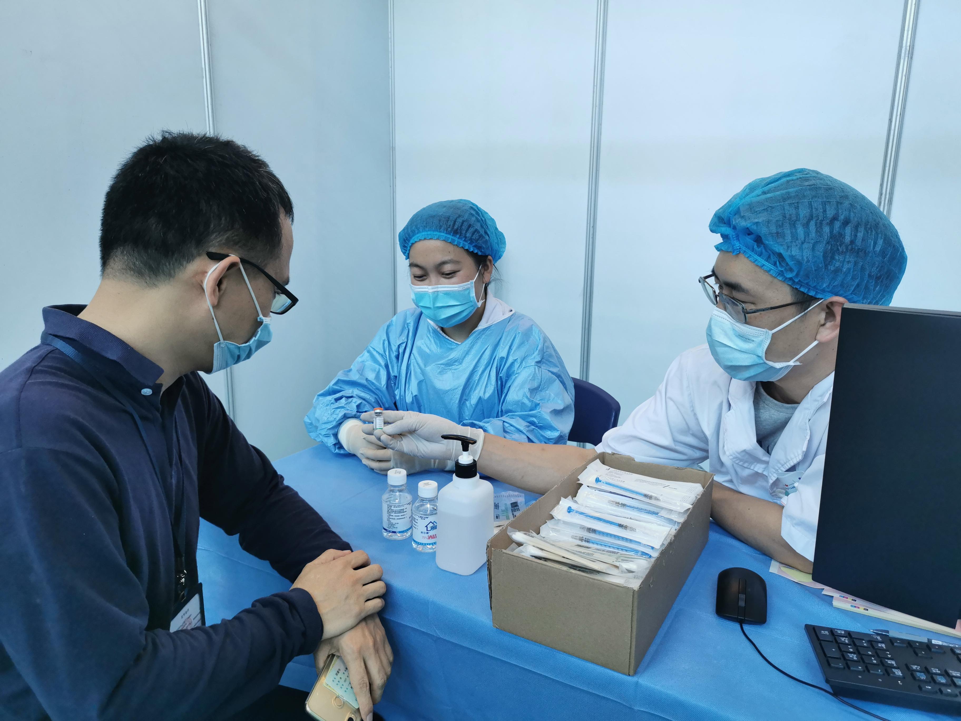 接种新冠疫苗。来自深圳市卫健委