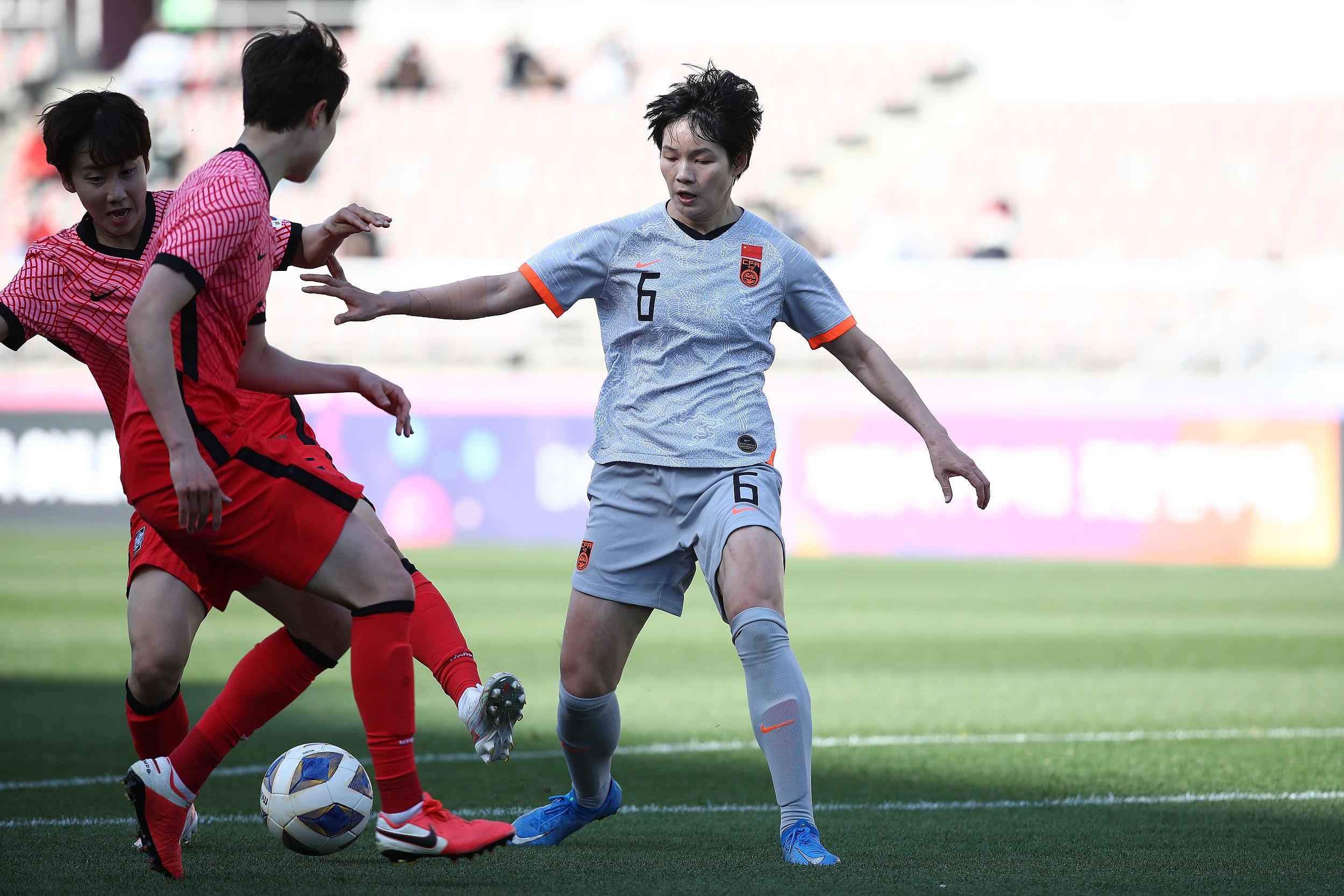 张馨代表中国女足迎战韩国。