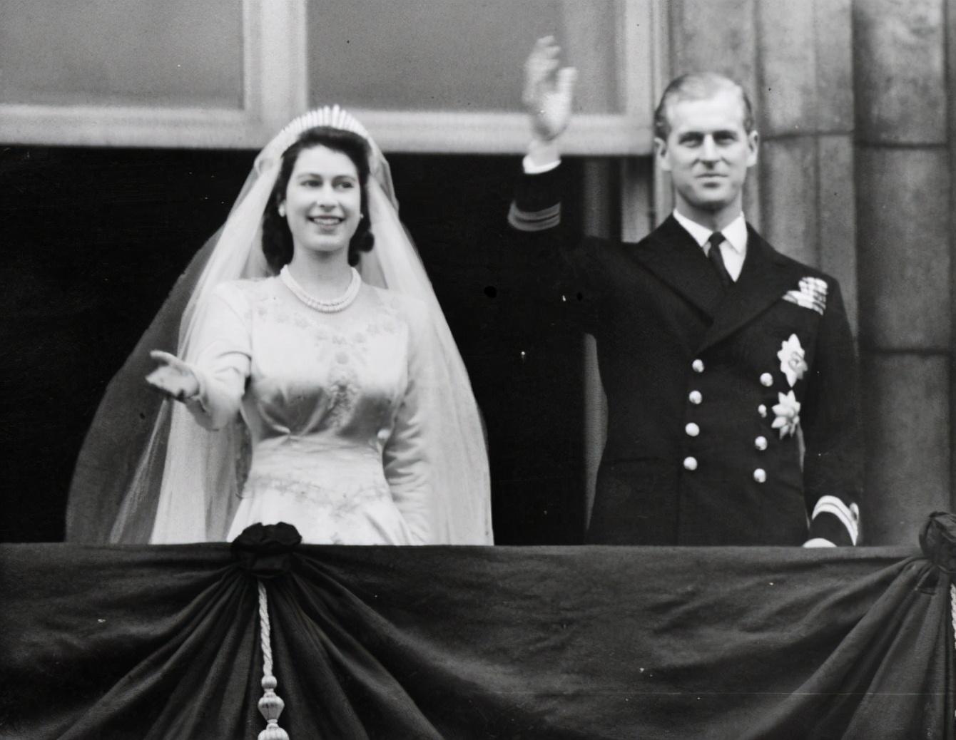 伊丽莎白与菲利普1947年举行婚礼。