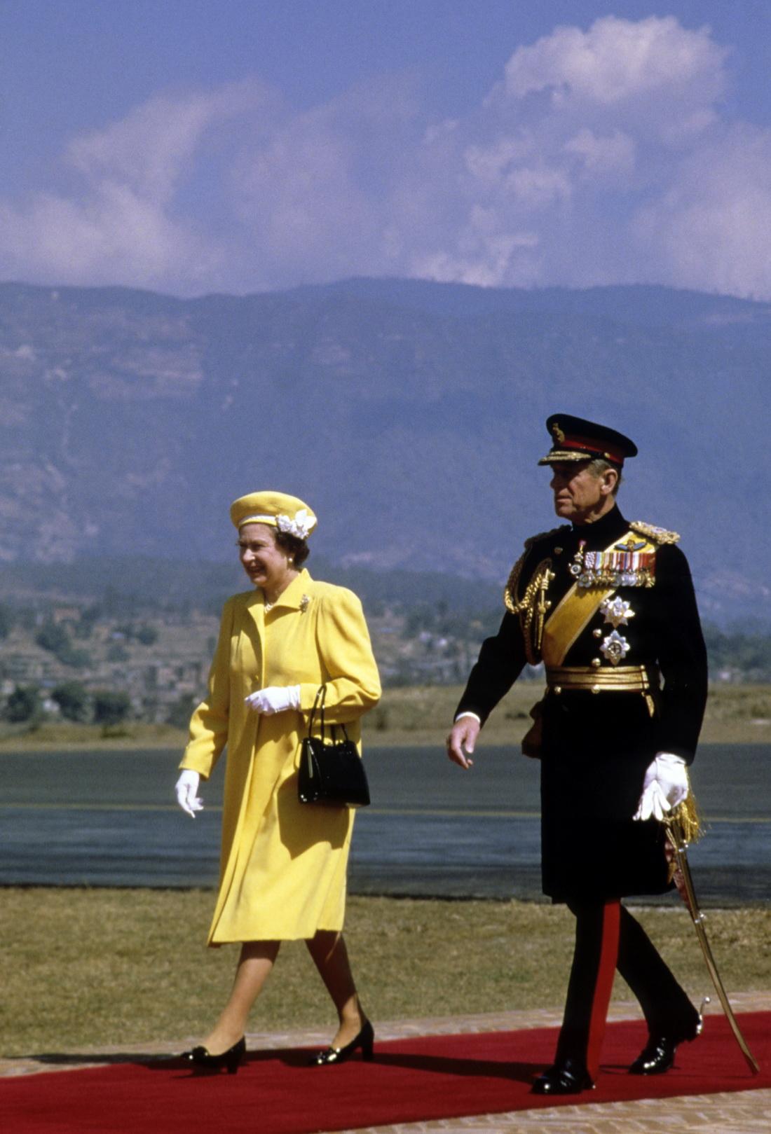 当地时间1986年2月17日,英国女王伊丽莎白二世和菲利普亲王抵达尼泊尔加德满都进行国事访问。