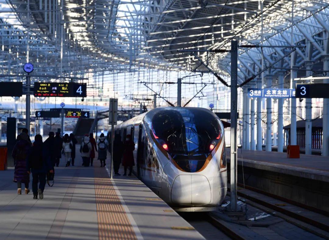 京张高铁列车停靠在北京北站(2020年12月30日摄)新华社发