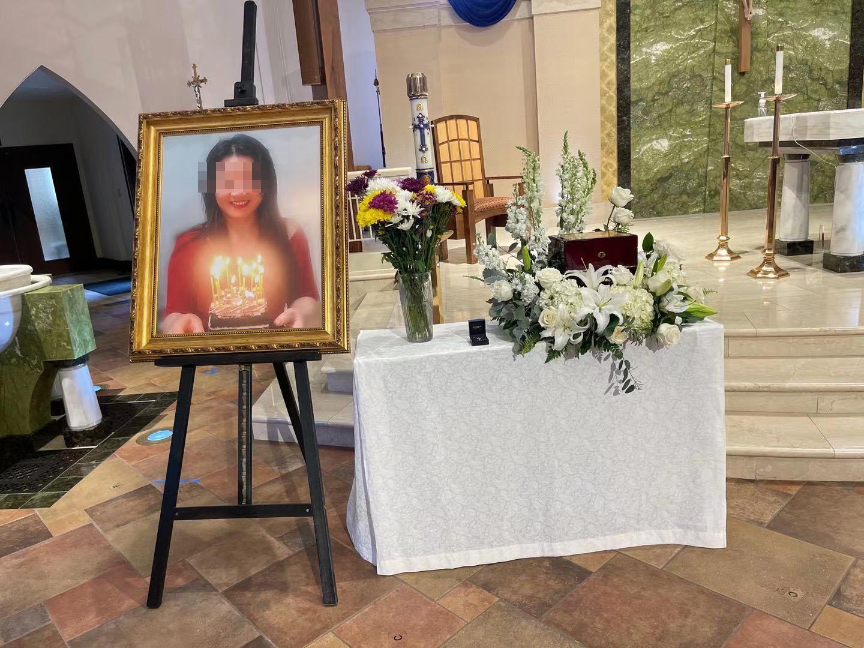 谭小洁的葬礼于3月26日举行。