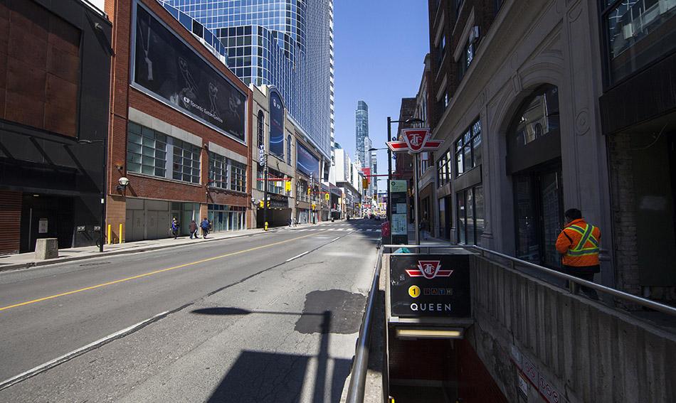当地时间2021年4月8日,加拿大安大略省多伦多拍摄的市中心街头。