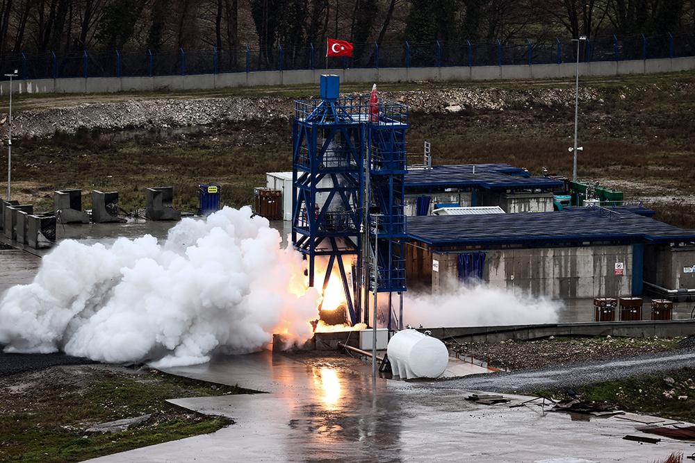 当地时间2021年4月11日,土耳其伊斯坦布尔,Delta V航天技术公司测试土耳其首台将用于登月任务的混合动力发动机。