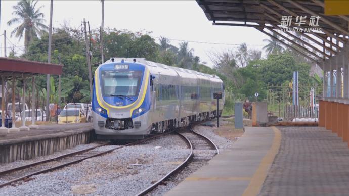 中车株机混合动力米轨动车组在马来西亚运营