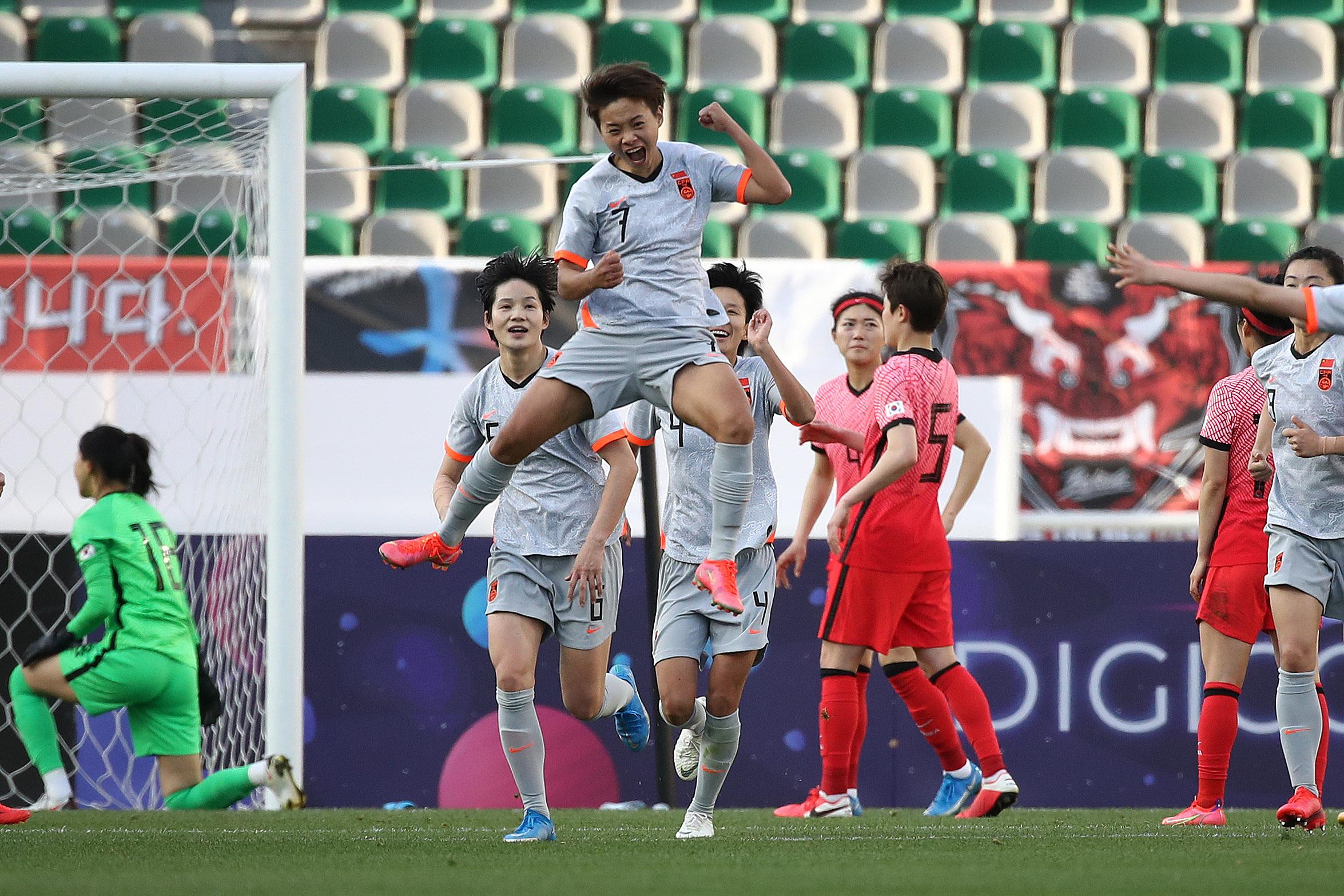 王霜两回合比赛打进3球。