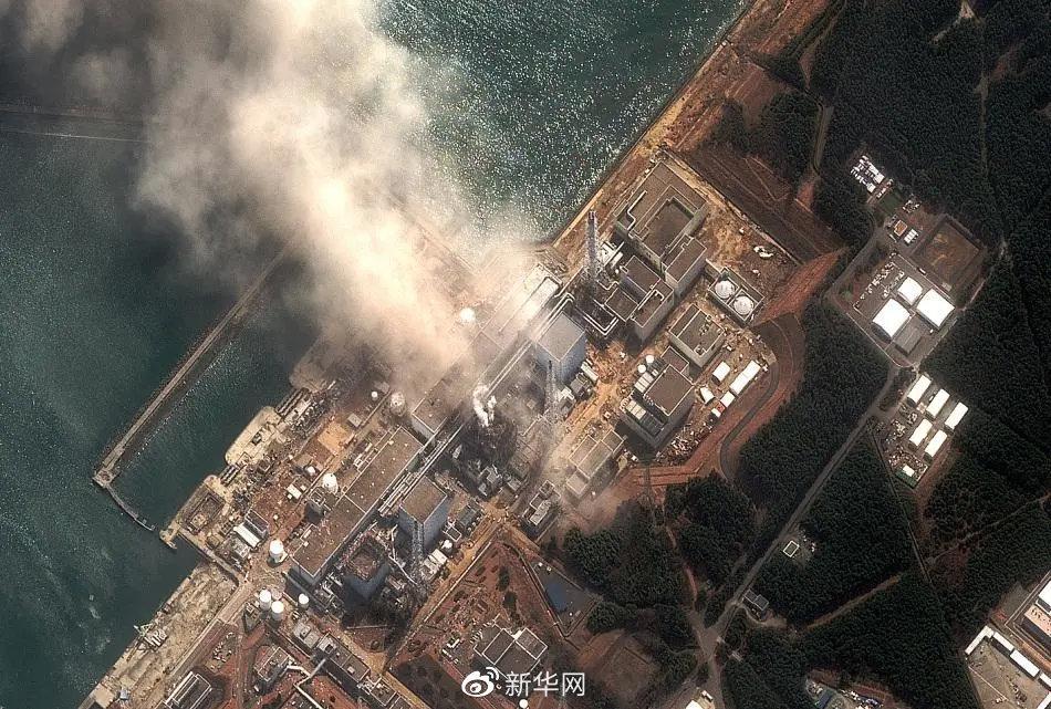 2011年3月14日拍摄的卫星照片:日本福岛第一核电站3号反应堆爆炸后冒起浓烟。 新华社 资料图