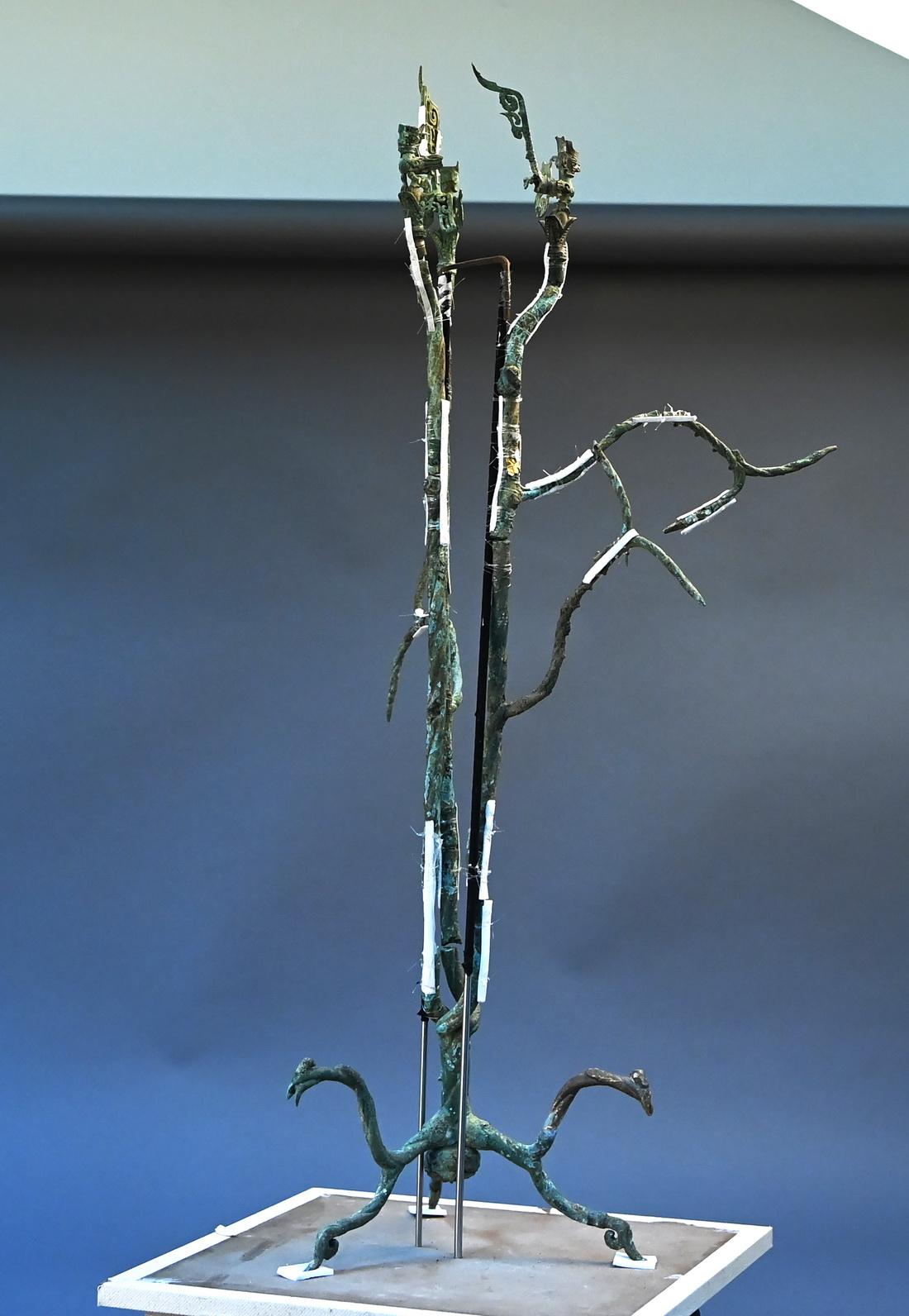 3号青铜神树型体拼接工作已基本完成。